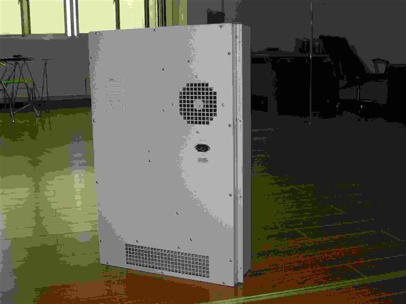 二,高效超导热交换器工作原理 热交换器分为内外两个工作循环,而且