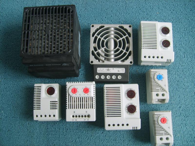 DBOKE加热器是针对严寒带地区及潮湿环境下的配电柜进行防止柜內结露及除湿防潮功能,在控制系統回路中可搭配溫度控制器、湿度控制器、温湿度控制器等产品,使系统得到更好的保护。DBOKE更针对机柜及网络伺服机柜开发了轻巧型的服务器机柜专用PTC风扇加热器温度控制器,用來節省能源、機櫃散熱及加热,使控制柜内部的DBOKE加热器是针对严寒带地区及潮湿环境下的配电柜进行防止柜內结露及除湿防潮功能,在控制系統回路中可搭配溫度控制器、湿度控制器、温湿度控制器等产品,使系统得到更好的保护。DBOKE更针对机柜及网络伺服机
