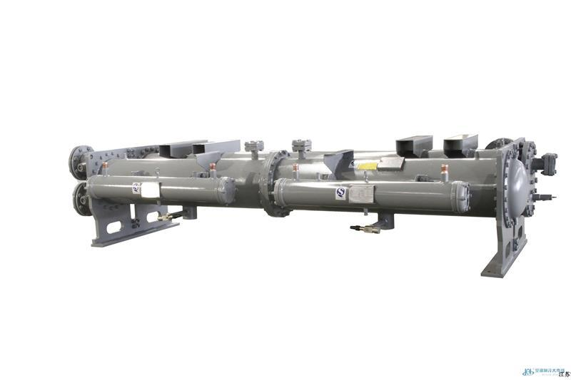 ,蒸发器与冷凝器的区别 1.冷凝器,蒸发器和压缩机在室外,进水和回水管子是一样的,一般都是100的管子,里面是装的水[也就是说冷媒是水],室内机,有两根25或者32的管子连接着,一个是进水管,一根是出水管。还有一根小管是排水管。 冬天管子里面的水温温度在70度左右,经过室内蒸发器把温度吹到室内,夏天反之! 2,中央空调一般以冷媒水作为传递冷量的介质,冷媒水在制冷机的蒸发器中与制冷剂进行热交换,向制冷剂放出热量后,通过水泵和管道输送到各种空气调节处理装置中与被处理的空气进行热交换后,冷媒水又经过回水管道返回