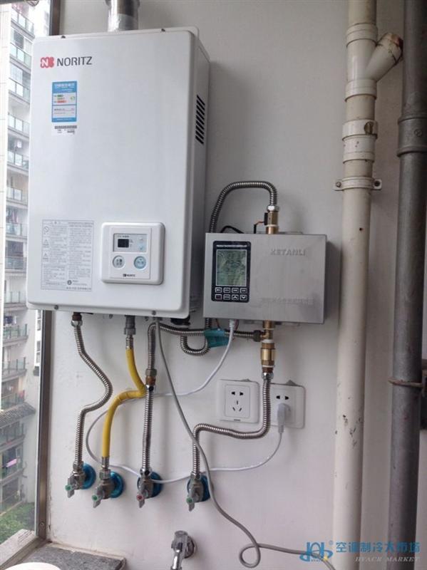 重庆热水速达器:重庆逐渐繁荣昌盛,每个的消费意识也逐渐提高,当然不屈于后的威乐热水速达器也抢在同行业的前面,为客户做好每一步的准备工作。热水速达器是一种能够让热水快速到达的电器,它本身不具备加热功能,只是把热水管道中冷却的水还掉或回到热水器二次加热。它以热水循环泵为动力,采用热水不断循环的方法,把热量(或热水)从采集端泵送到使用端,以达到节水和提高生活热水使用的舒适度。热水速达器主要针对于户型偏大、别墅、花园洋房等客户群体。他们在生活用热水时非常不变,打开热水龙头要放掉很多冷水热水才来,威乐热水速达