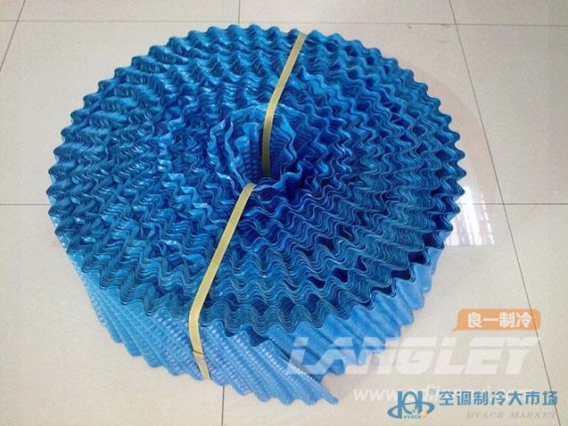 名称:逆流式冷却塔填料 货号:0.22*225*300mm 颜色:黑色 产品特点:具有重量轻,强度大,阻燃性能好、耐腐蚀,设计先进,通风阻力小,亲水性强,接触面积大等特点。 规格型号:外形尺寸:0.22*240*340*600mm 片距:20mm 片厚:0.18-0.4mm 适用温度:75~35 适用范围:圆形逆流式冷却塔 【产品特点】 一、性能好:冷却效率高,填料为薄膜式,突起的细波纹使水接触面更大。填料分2~5层放置,层与层之间均有一次热水的再分布过程。 二、亲水性好:通风阻力小表面呈现粗糙、较光滑