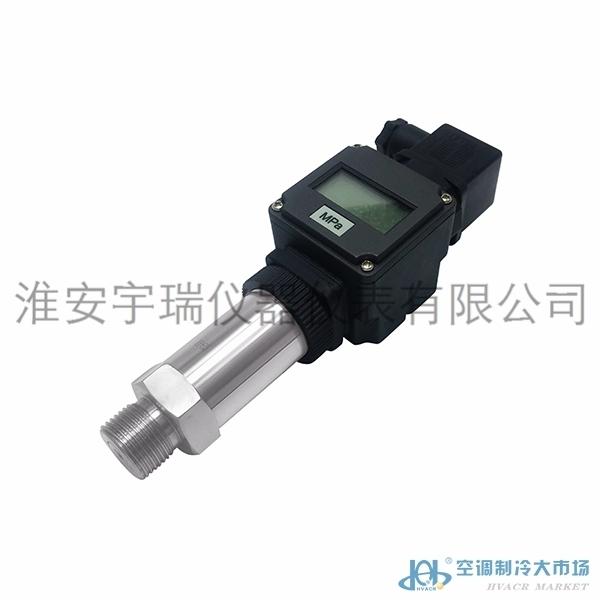 产品概述 MC20A小巧型压力变送器压力传感器采用进口压力传感器作为信号测量元件,内置处理电路将传感器毫伏信号转换成标准电流、电压信号输出,可直接与计算机、控制仪表、显示仪表等相连。选用高稳定性和高可靠性的压阻式压力传感器和高性能的变送器专用电路,整体性能稳定可靠,可进行远距离信号传输。 该系列产品采用一体化全不锈钢结构,实现了全固态设计,安装方便,具有极高的抗振性和抗冲击性;并有多种外形、多种接口形式和多种引线方式,能够最大限度的满足客户的需要,适用于各种测量控制设备的配套使用。 产品特点  高性价比、
