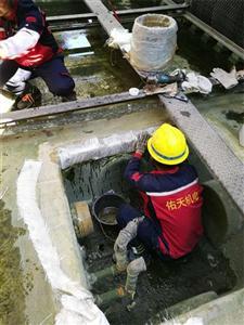 南京金日玻璃钢冷却塔集水槽漏水修补堵漏