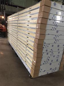 生产聚氨酯保温板