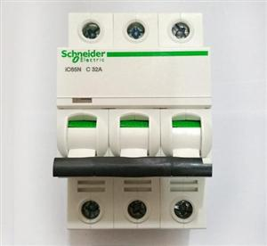 断路器继电器接触器