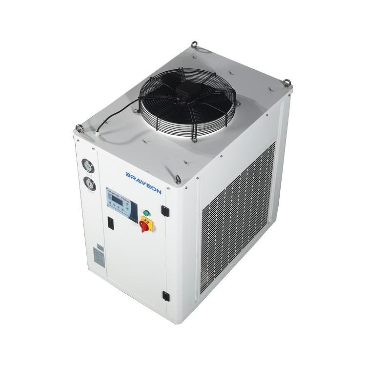 冷水机12