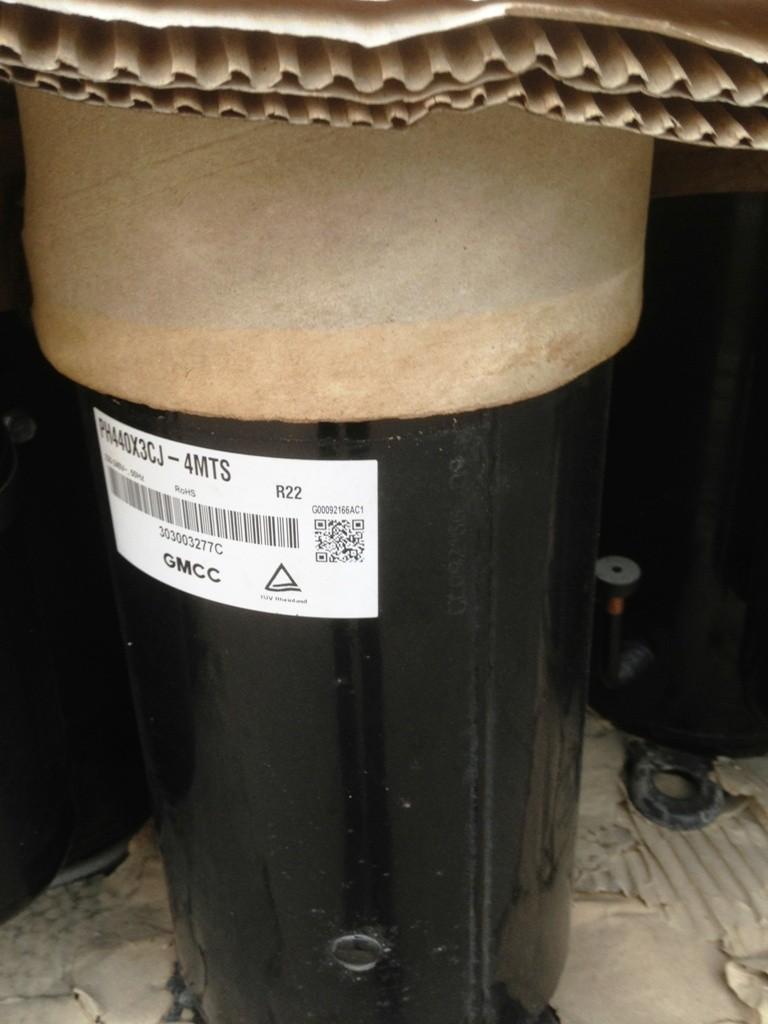 原装广州东芝 PH440X3CS-8KUC1 转子式3匹家用空调压缩机