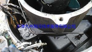 顿汉布什1212NHF6X6K螺杆式压缩机进水维修